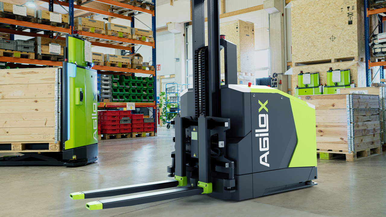 Autonomous counterbalanced forklift navigates factory by using swarm intelligence.
