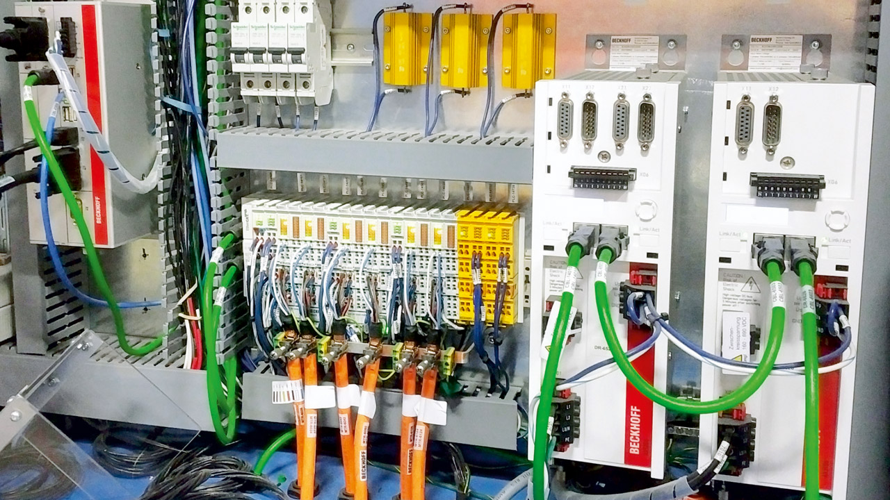 RAMP selected a C6930 control cabinet IPC (left) with an Intel Core i5 processor as its control platform as well as compact EL7211 drive technology (center) and AX5000 series servo drives.