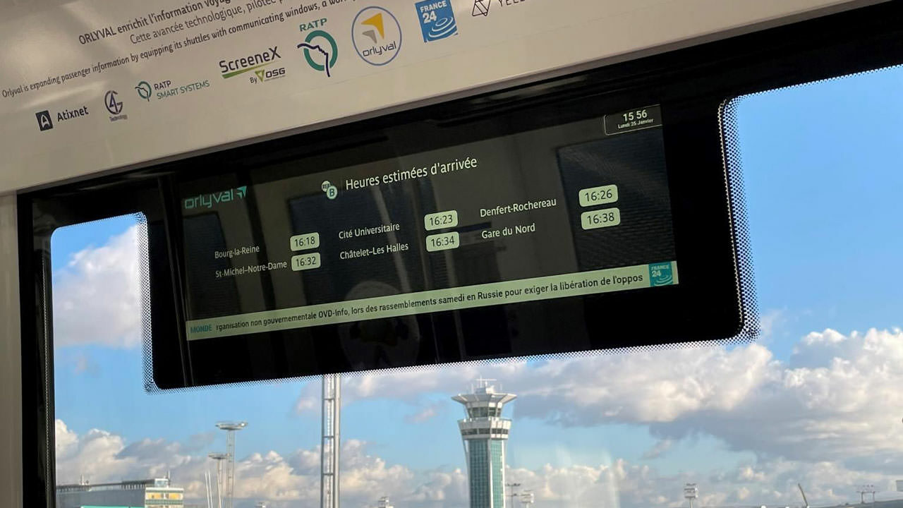 Smart window onboard ORLYVAL Service SA shuttle. Picture credit: RATP Group