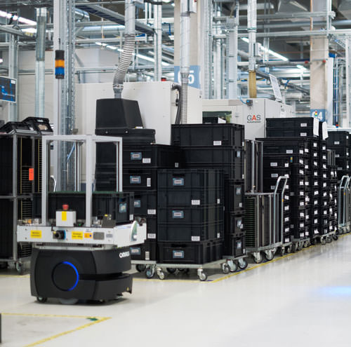 State-of-the-art intralogistics: Simatic RTLS (real-time locating system) gateways and Scalance IWLAN access points in the electronics production at Siemens in Fuerth are efficiently supplied with data and power via Scalance X PoE switches.