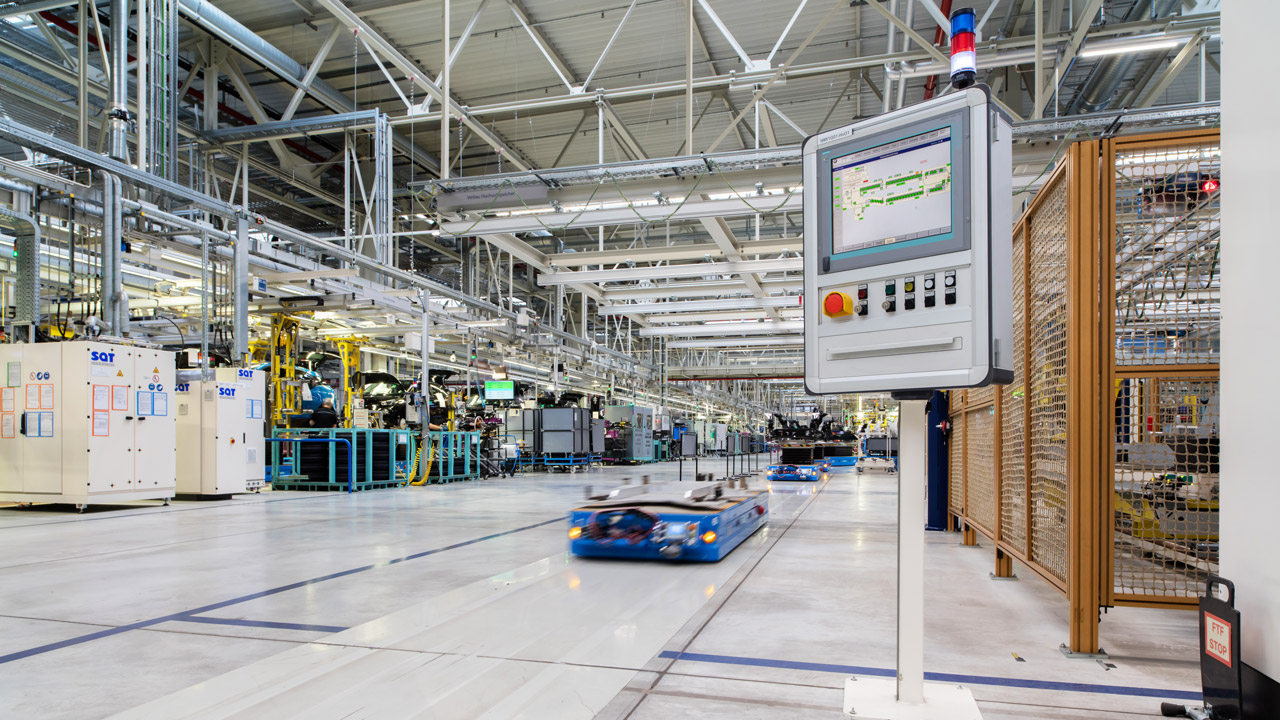 Thanks to shorter latency, automated guided vehicles can be safely operated in large numbers even at higher speeds.