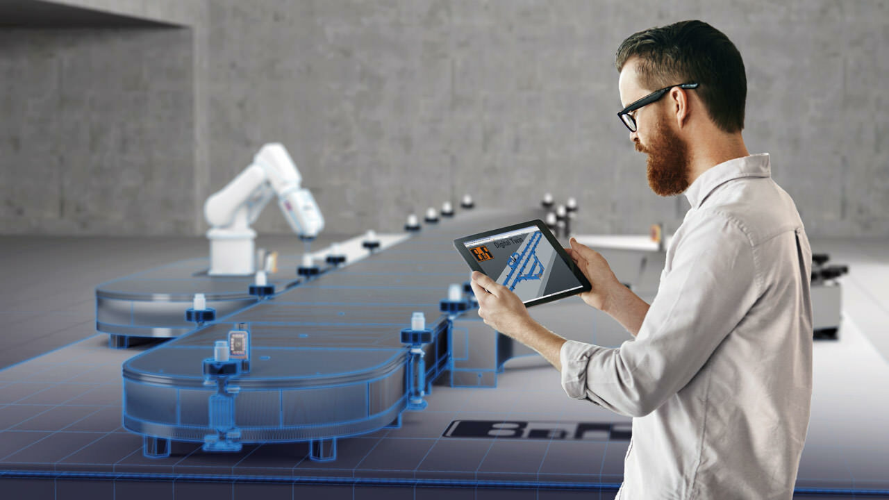 The digital twin accompanies a machine through each stage of its lifecycle – from development and commissioning to ongoing operation.